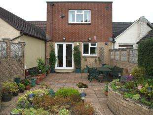 2 Bedrooms Terraced House for sale in New Street, Stonehouse