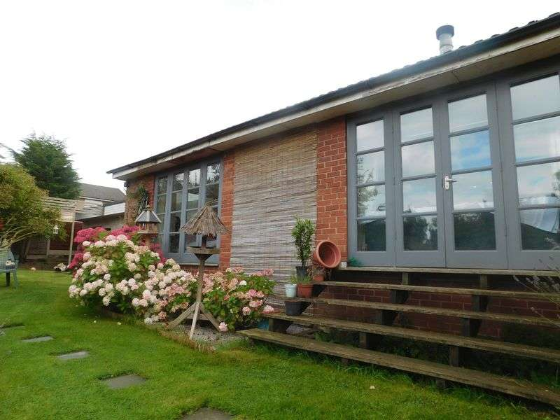 5 Bedrooms Detached Bungalow for sale in Camborne Close, Congleton