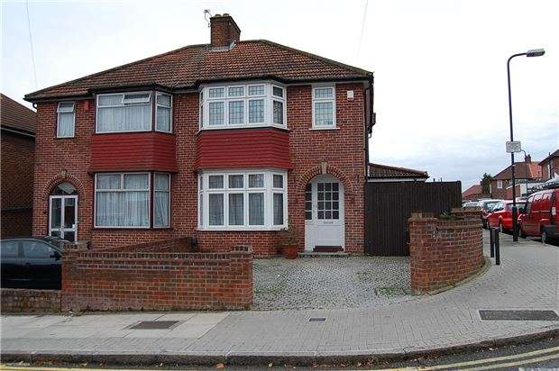3 Bedrooms Semi Detached House for sale in Springfield Mount, KINGSBURY, NW9 0SS