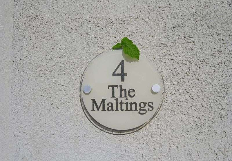5 Bedrooms Detached House for sale in The Maltings, Wanborough