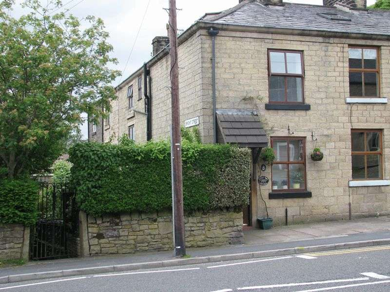 4 Bedrooms Cottage House for sale in Blackburn Road, Bolton