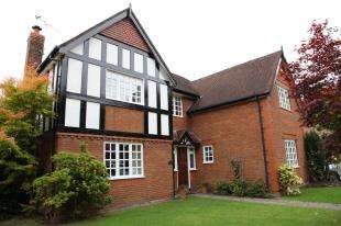 5 Bedrooms Detached House for sale in London Road, Davenham, Northwich, Cheshire