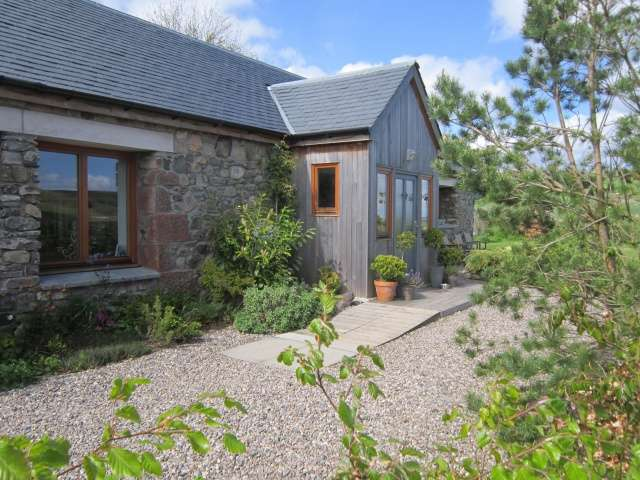 3 Bedrooms Bungalow for sale in Over Ascreavie, Kingoldrum, Kirriemuir, Angus, DD8 5HA
