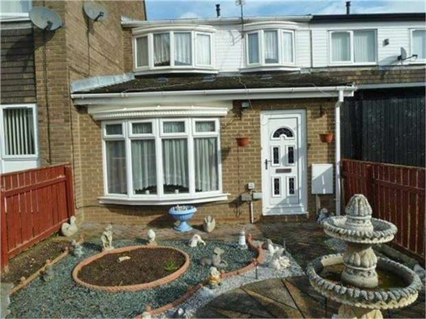 3 Bedrooms Terraced House for sale in Loughrigg Avenue, Cramlington, Northumberland