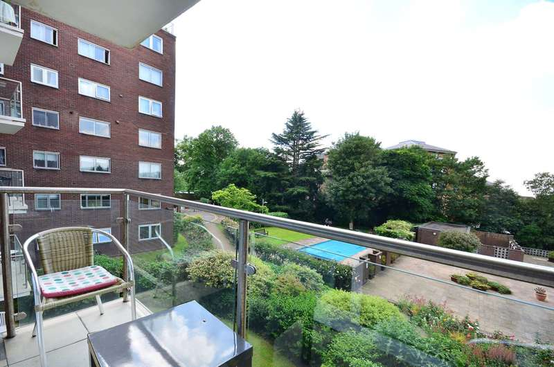 2 Bedrooms Flat for sale in Hillcrest Road, Ealing, W5