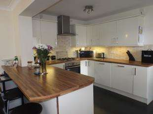 4 Bedrooms Semi Detached House for sale in Talbot Street, Briercliffe, Burnley, Lancashire