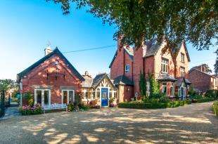 6 Bedrooms House for sale in Whitbarrow Road, Lymm, Cheshire, Lymm