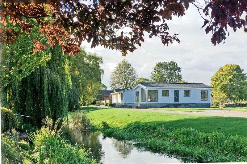 2 Bedrooms Detached Bungalow for sale in A gated development in a tranquil riverside setting: Yarwell, Northants