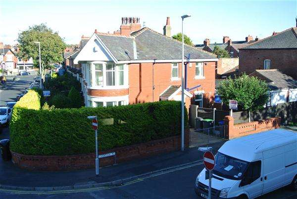 3 Bedrooms Semi Detached House for sale in Liverpool Road, Blackpool