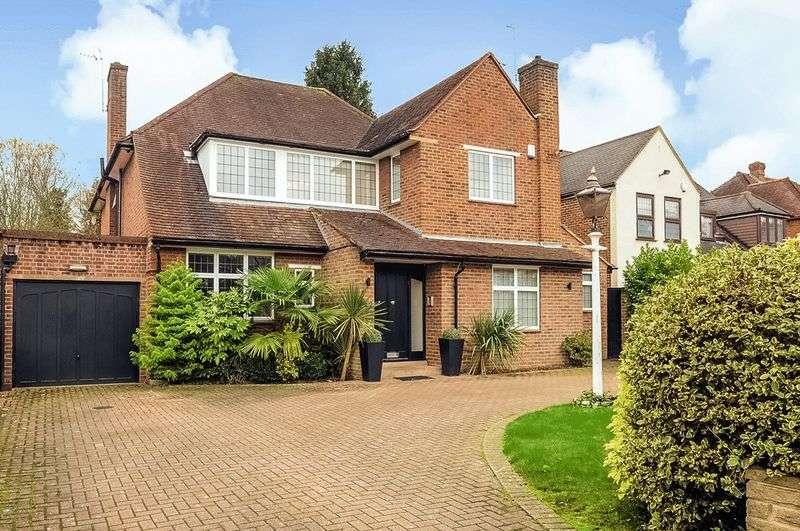4 Bedrooms Detached House for sale in Bentley Way, Stanmore