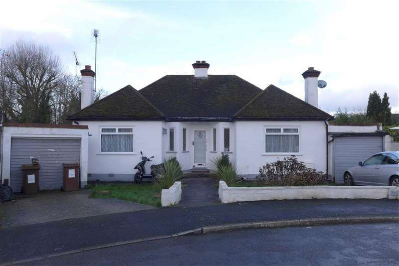 3 Bedrooms Property for sale in Brunswick Close, Pinner, Middlesex