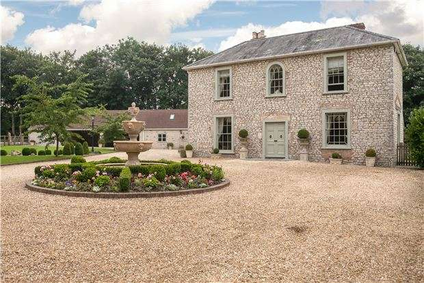 5 Bedrooms Detached House for sale in Emborough, SOMERSET