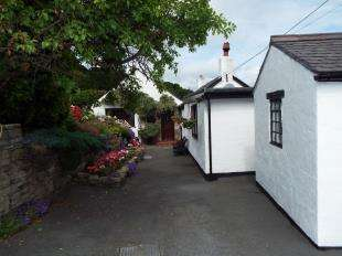 2 Bedrooms Detached House for sale in Gwespyr, Holywell, Flintshire, CH8