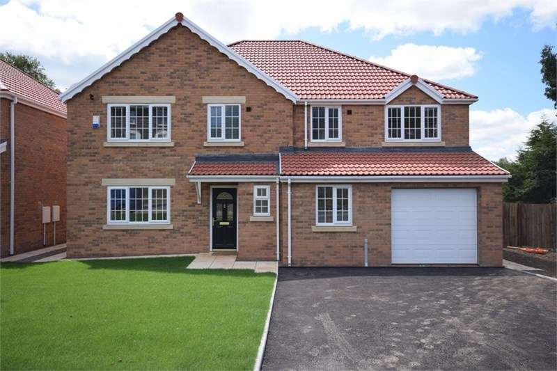 4 Bedrooms Detached House for sale in 2 Duffryn Ffrwd Gardens, Queensway, Nantgarw, CF15 7TH