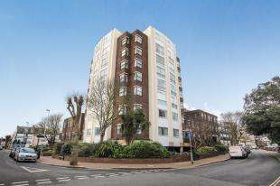 2 Bedrooms Flat for sale in Arundel Lodge, 2 Shelley Road, Worthing, West Sussex