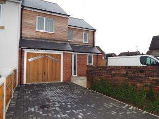 3 Bedrooms End Of Terrace House for sale in Caxton Court, Moorland View, Stoke-On-Trent, Staffordshire