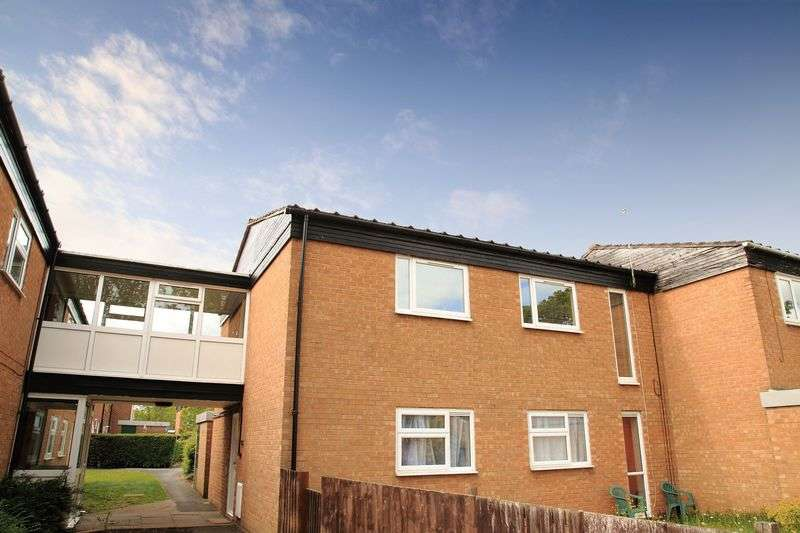 2 Bedrooms Flat for sale in Briarwood, Brookside