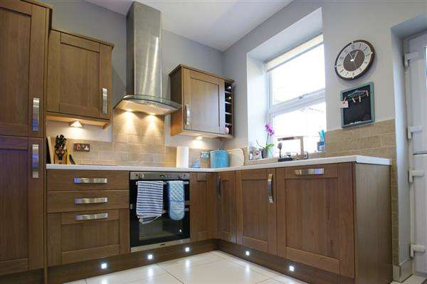 2 Bedrooms Terraced House for sale in Shepley Street, Lees
