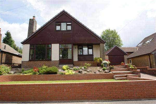 3 Bedrooms Bungalow for sale in Brookside Avenue, Oldham