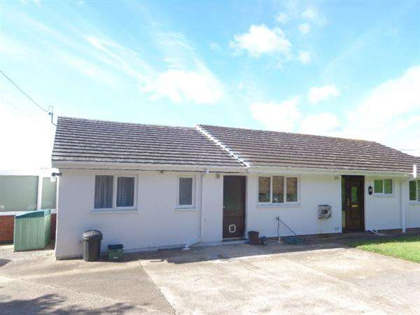 3 Bedrooms Detached Bungalow for sale in Lundy View, Freshwater East, Nr. Pembroke