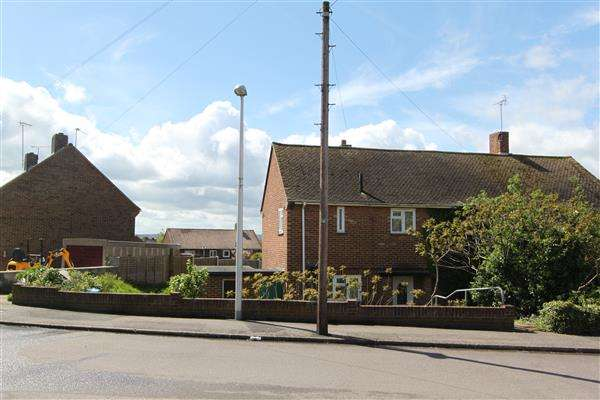 2 Bedrooms Semi Detached House for sale in Wylie Road, Hoo