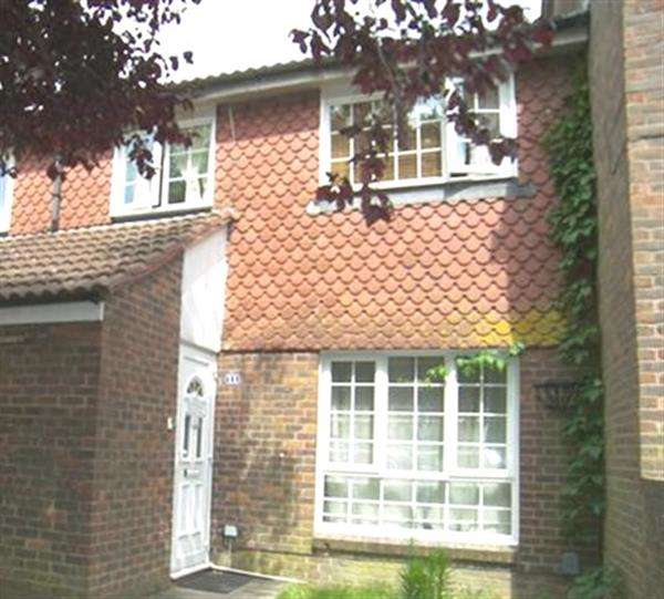 3 Bedrooms Terraced House for sale in Fulmar Close, Crawley