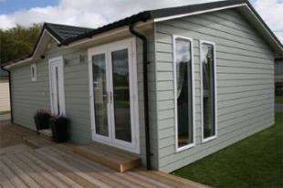 2 Bedrooms Bungalow for sale in Golden Cross, Hailsham, East Sussex