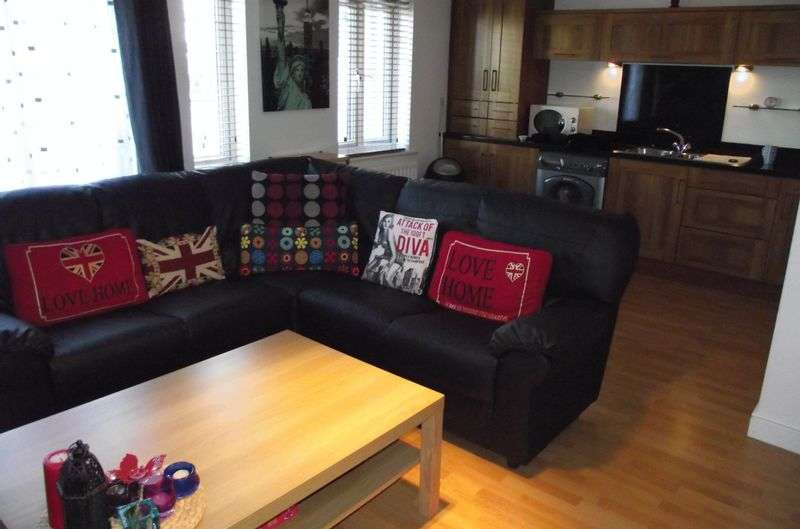 2 Bedrooms Flat for sale in ** LUXURY INTERIOR ** Windermere Close, Wallsend