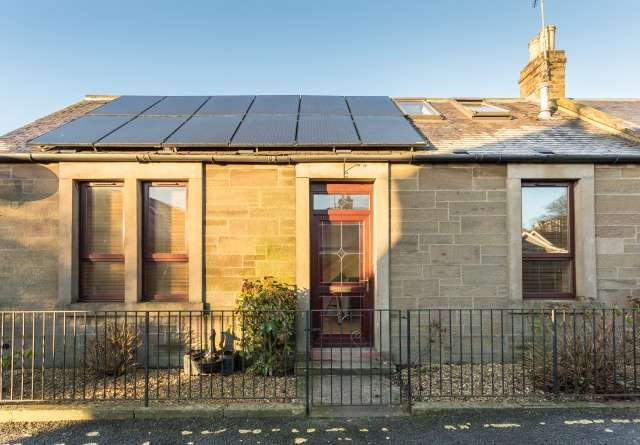 3 Bedrooms Semi Detached House for sale in Dundee Street, Carnoustie, DD7 7PH