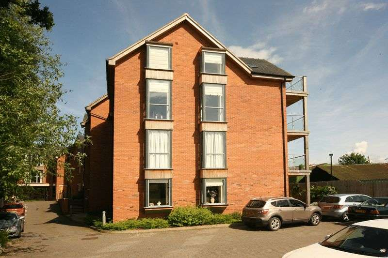 3 Bedrooms Flat for sale in 42 Castle Mews, Castle Street, Eccleshall, Stafford ST21 6EZ