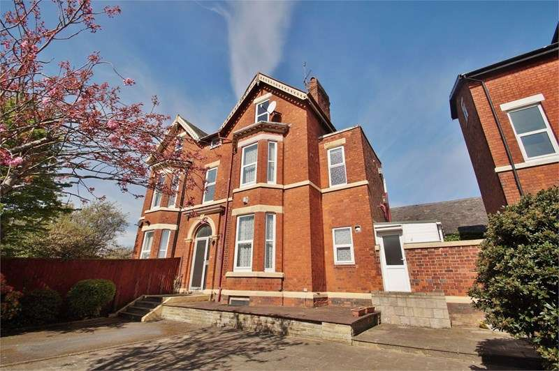 5 Bedrooms Semi Detached House for sale in Part Street