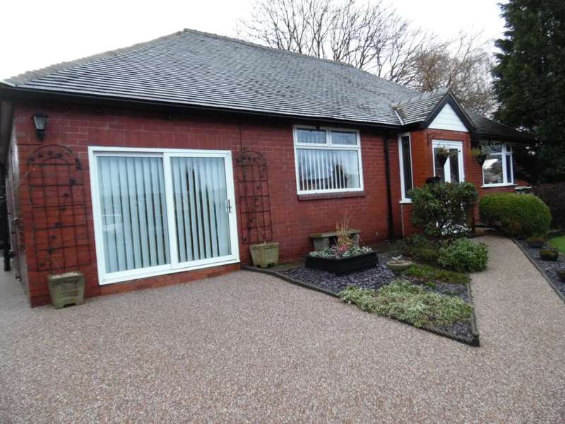 3 Bedrooms Detached Bungalow for sale in The Avenue, Shaw