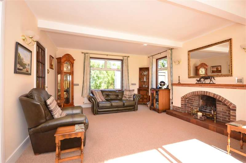 4 Bedrooms Detached House for sale in Holtye Road, East Grinstead, West Sussex
