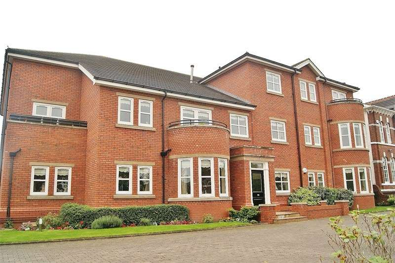 3 Bedrooms Flat for sale in York Manor