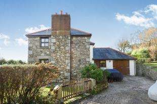 3 Bedrooms Detached House for sale in Higher Row, Helston, Cornwall