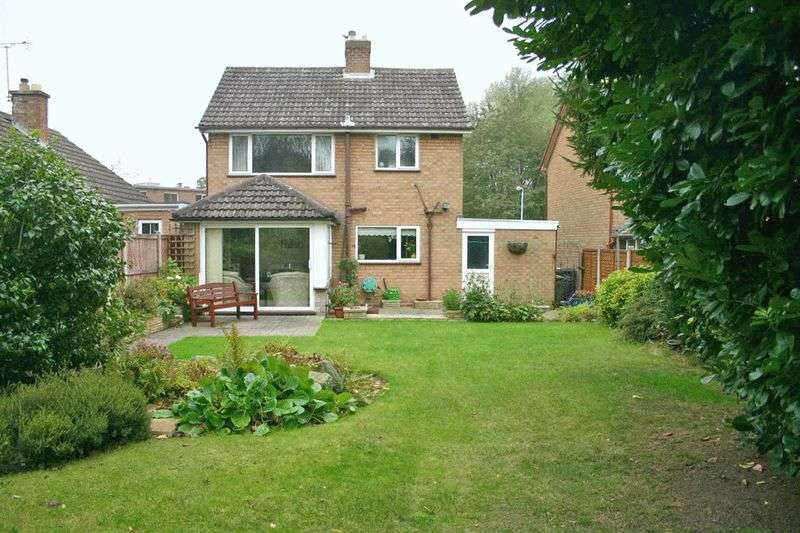 3 Bedrooms Detached House for sale in The Meadway, Wolverhampton