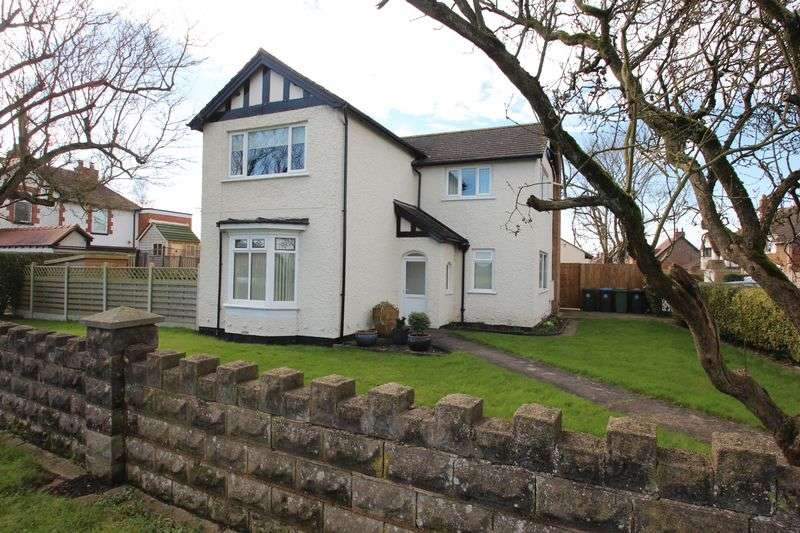 4 Bedrooms Detached House for sale in Alcester Road, Studley
