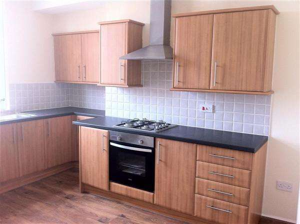 3 Bedrooms Terraced House for sale in Station Road, Wakefield