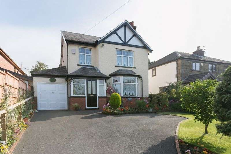 3 Bedrooms Detached House for sale in Chorley Road, Heath Charnock, PR6 9JT