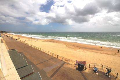2 Bedrooms Flat for sale in Honeycombe Chine, Bournemouth, Dorset