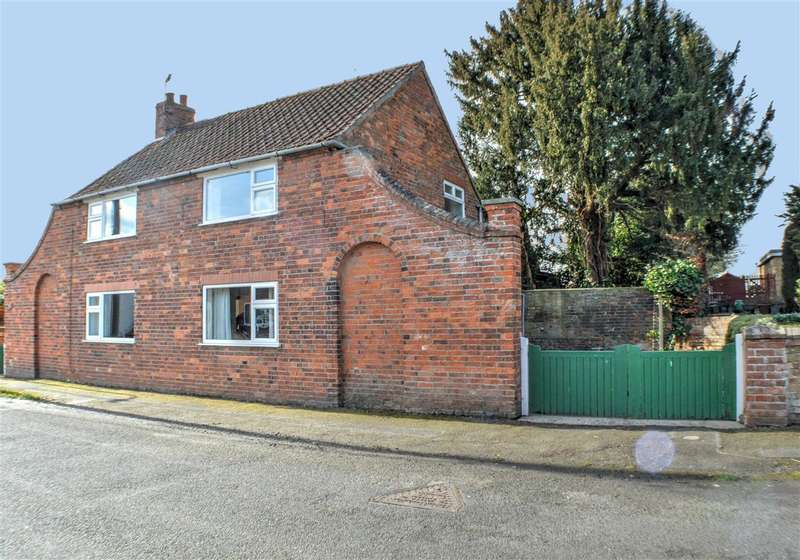 3 Bedrooms Detached House for sale in Church Lane, Timberland