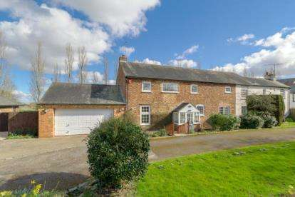 4 Bedrooms Barn Conversion Character Property for sale in Holmfield Close, Tinkers Bridge, Milton Keynes, Buckinghamshire