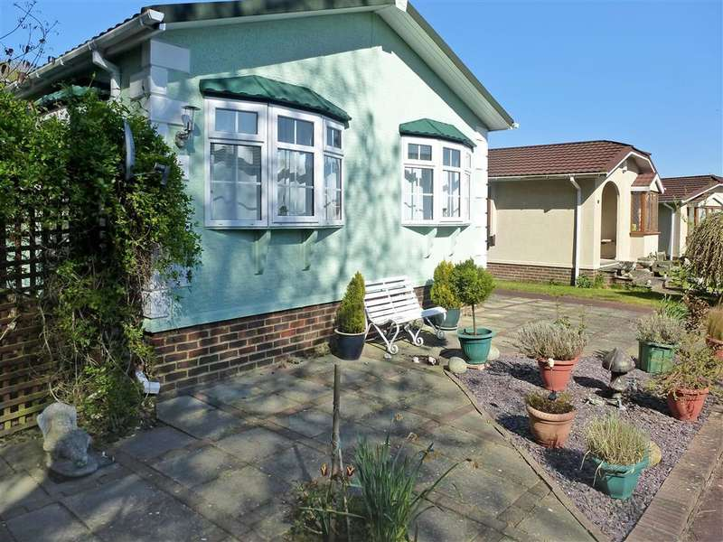 2 Bedrooms Park Home Mobile Home for sale in Station Road, Nettlestead, Maidstone, Kent