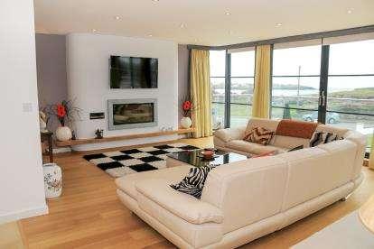 4 Bedrooms Detached House for sale in Lon Isallt, Trearddur Bay, Sir Ynys Mon, LL65