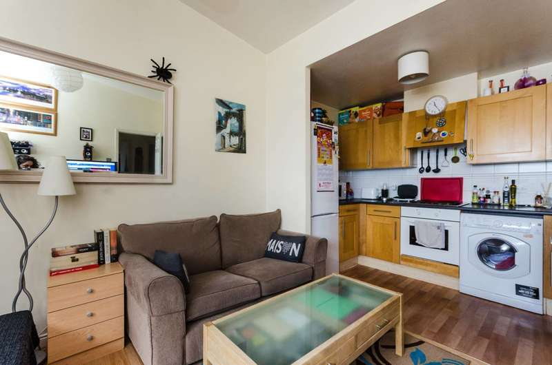 2 Bedrooms Flat for sale in Fishguard Way, Gallions Reach, E16
