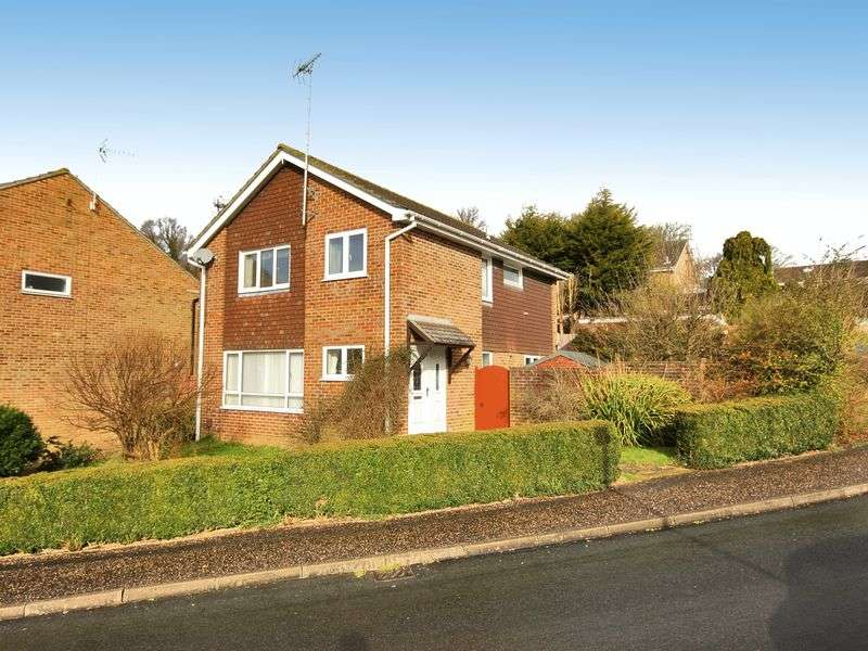 4 Bedrooms Detached House for sale in Tintern Road, Gossops Green, Crawley, West Sussex