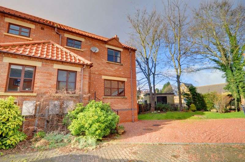 3 Bedrooms Terraced House for sale in Mill Court, Whitby