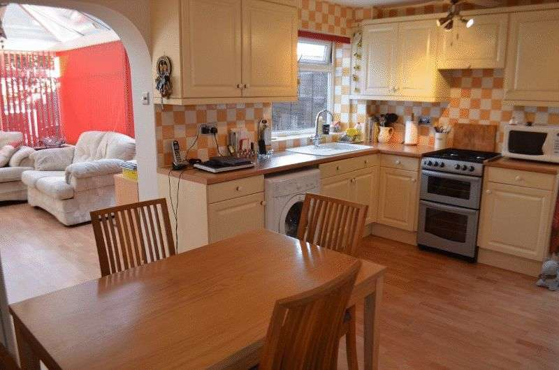 3 Bedrooms Semi Detached House for sale in Quebec Road, Scunthorpe