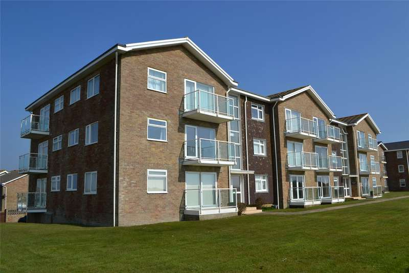 2 Bedrooms Flat for sale in Maryland Court, Milford on Sea, Lymington, Hampshire, SO41