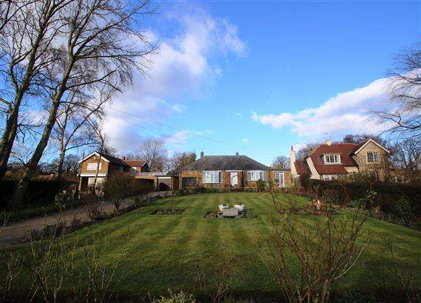 3 Bedrooms Bungalow for sale in 'Dunelm' Royd Moor Lane, Hemsworth